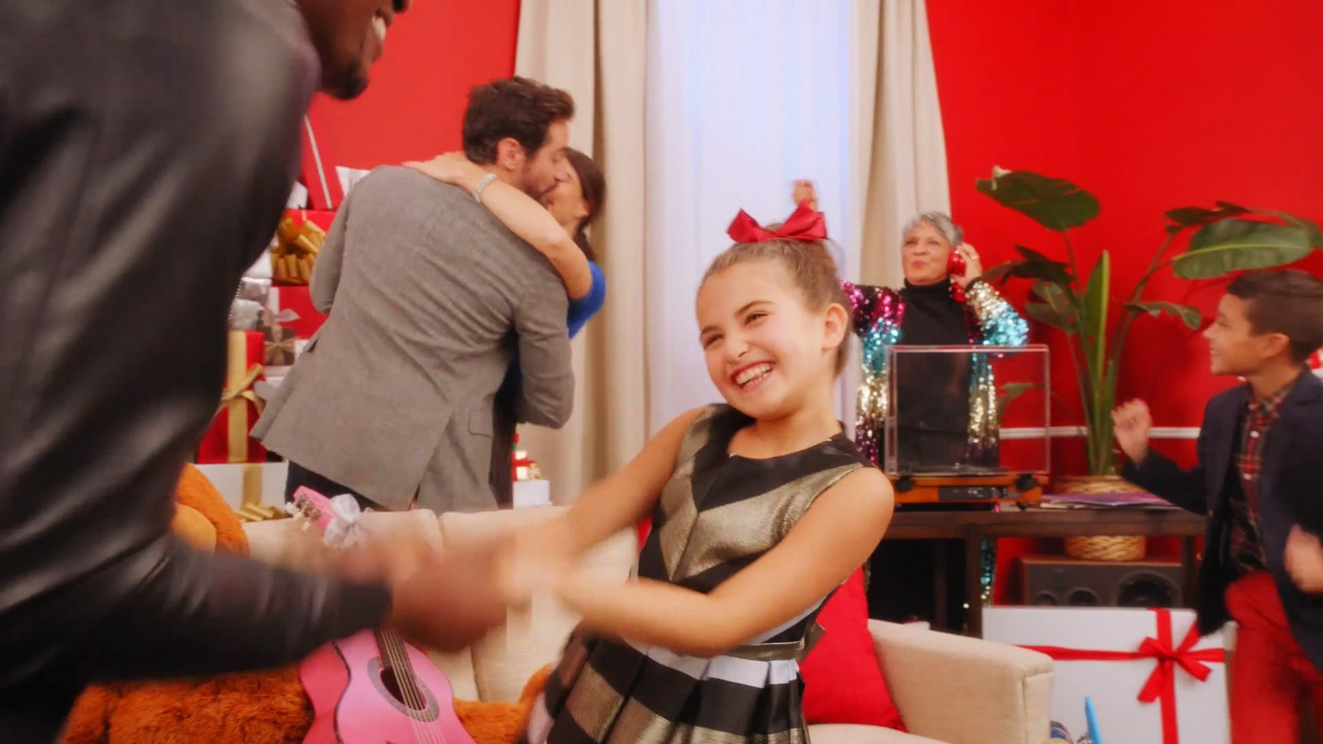 Simon Mills Holiday 2018 Commercial